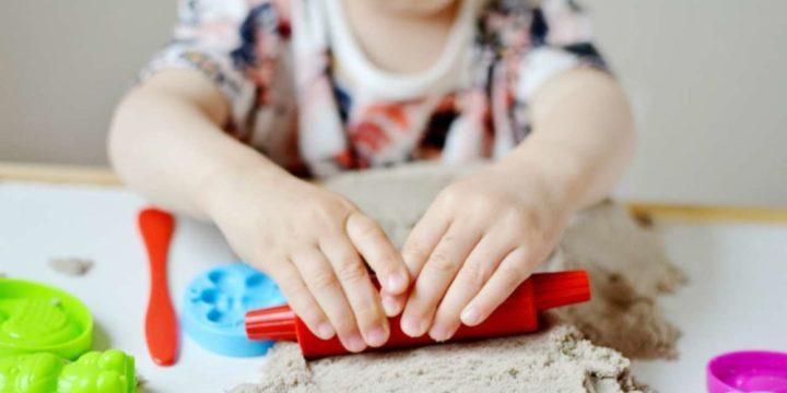 Песочная терапия дома: 7 интересных и полезных игр с песком